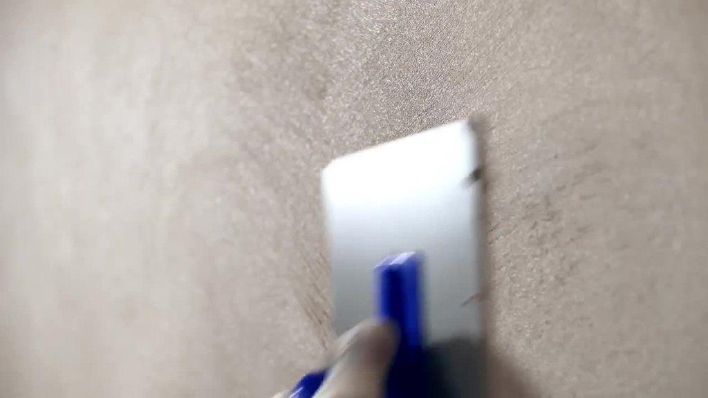 Verarbeitungsvideo: Feuchtepuffernde Beschichtung mit dem Silikat-Klimafeinputz ELF 1808 - dieser eignet sich zusätzlich auch als dekorative und allergikergeeignete Beschichtung in sensiblen Be reichen.