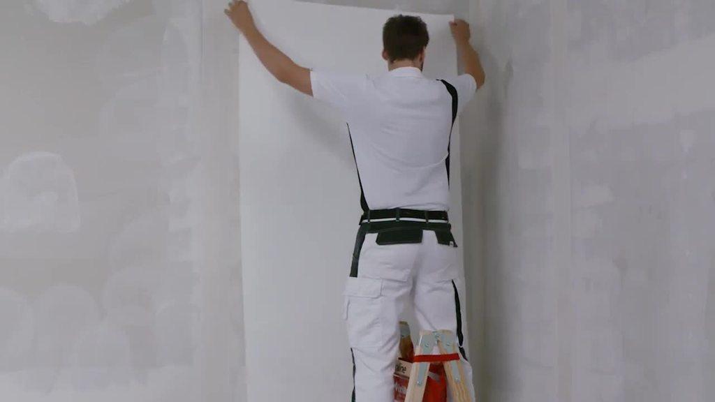 Das Video zeigt die Applikation des Glasvlieses.