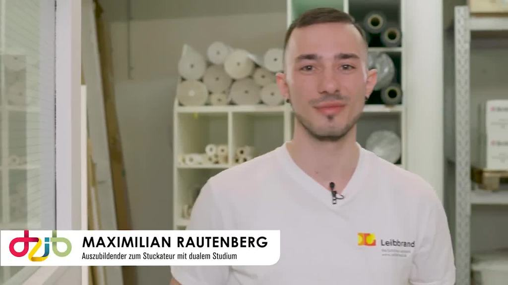 """Maximilian Rautenberg absolviert seine Ausbildung zum Stuckateur in Kombination mit dem dualen Studium """"BWL Handwerk"""". Im Video gibt er Einblicke in seinen Arbeitsalltag und greift Zukunftsperspektiven auf."""