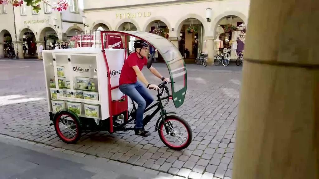 Die E-Lastenräder erweitern unsere Transportflotte in Berlin, Düsseldorf, Hamburg, Mannheim, Münster, Nürnberg sowie Wien und werden von unseren radbegeisterten Mitarbeitern gefahren. So können wir deutlich mehr Kundenservice sowie Logistikflexibilität schaffen und gleichzeitig die Umwelt schonen. B-green – stay fast!