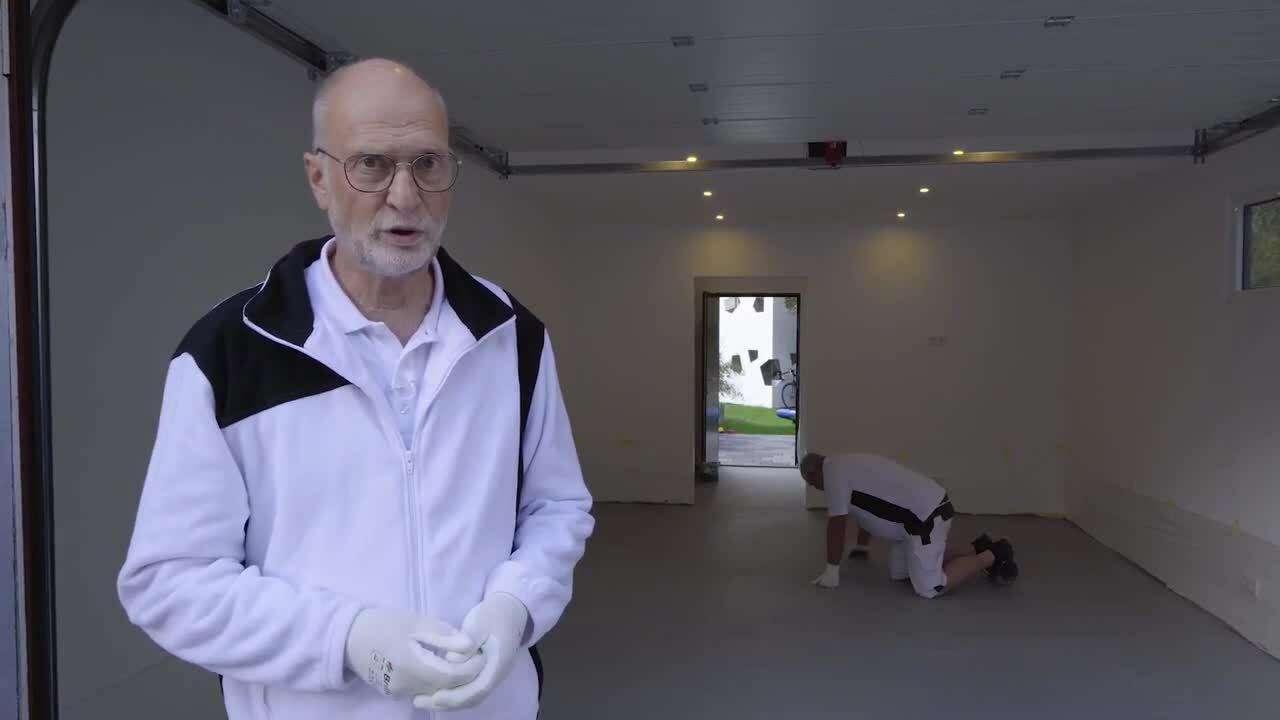 Verarbeitungsvideo Floortec Bodenbeschichtung mit Verlaufsspachtelung in einer Garage.