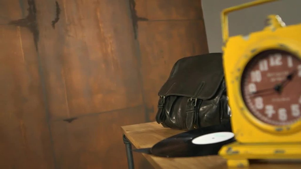 Creativ Tenero 84 in de uitvoeringstechniek Roestlook zorgt voor een vintage-look voor een uniek loftkarakter. Of het nu kleine deeloppervlakken of grote vlakken zijn – de rustieke look verbluf t met een fluwelen gevoel. Een echte blikvanger waardoor men zich op zijn gemak voelt.
