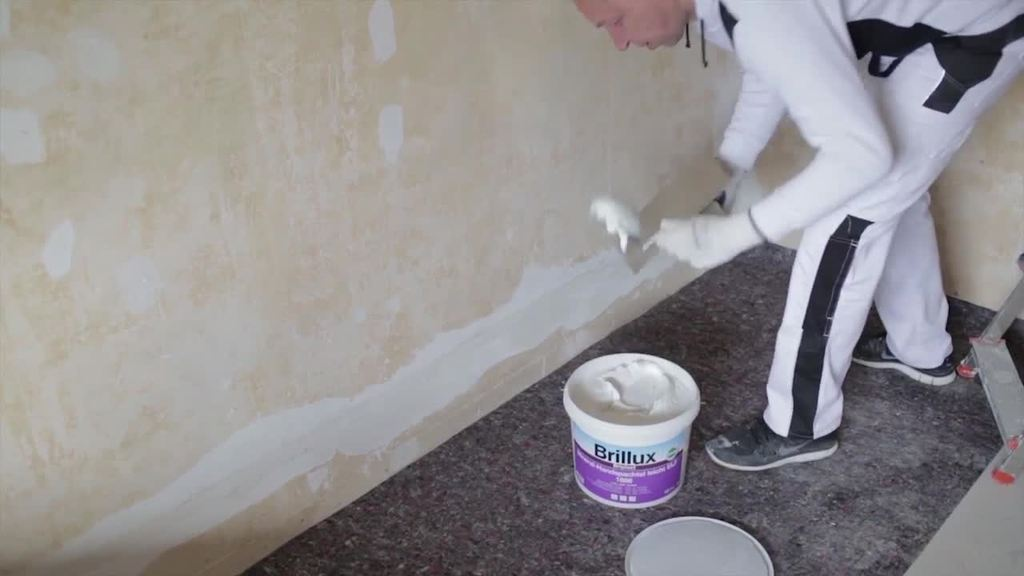 There are no smooth surfaces without fi lling: Filler material is key when creating the perfect surface. To make this work even easier to do by hand in everyday life, Brillux offers filler material for every job and every substrate.