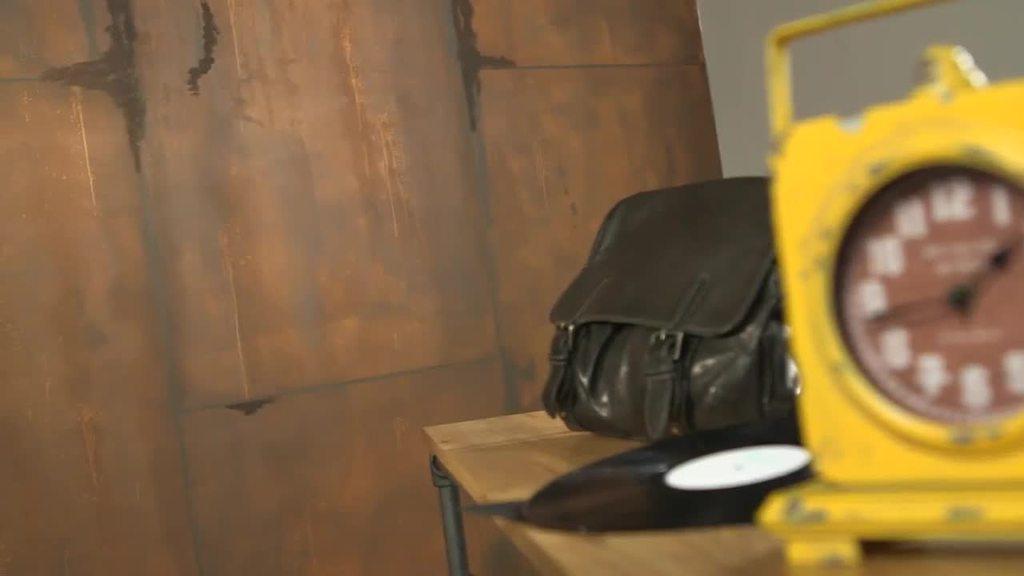 Creativ Tenero 84 nella tecnica di lavorazione con aspetto ruggine crea un look vintage per un loft con forte personalità. Piccole superfici o zone molto ampie: l'aspetto rustico sorprende con il tocco vellutato. Un vero cattura-sguardi che favorisce il comfort.